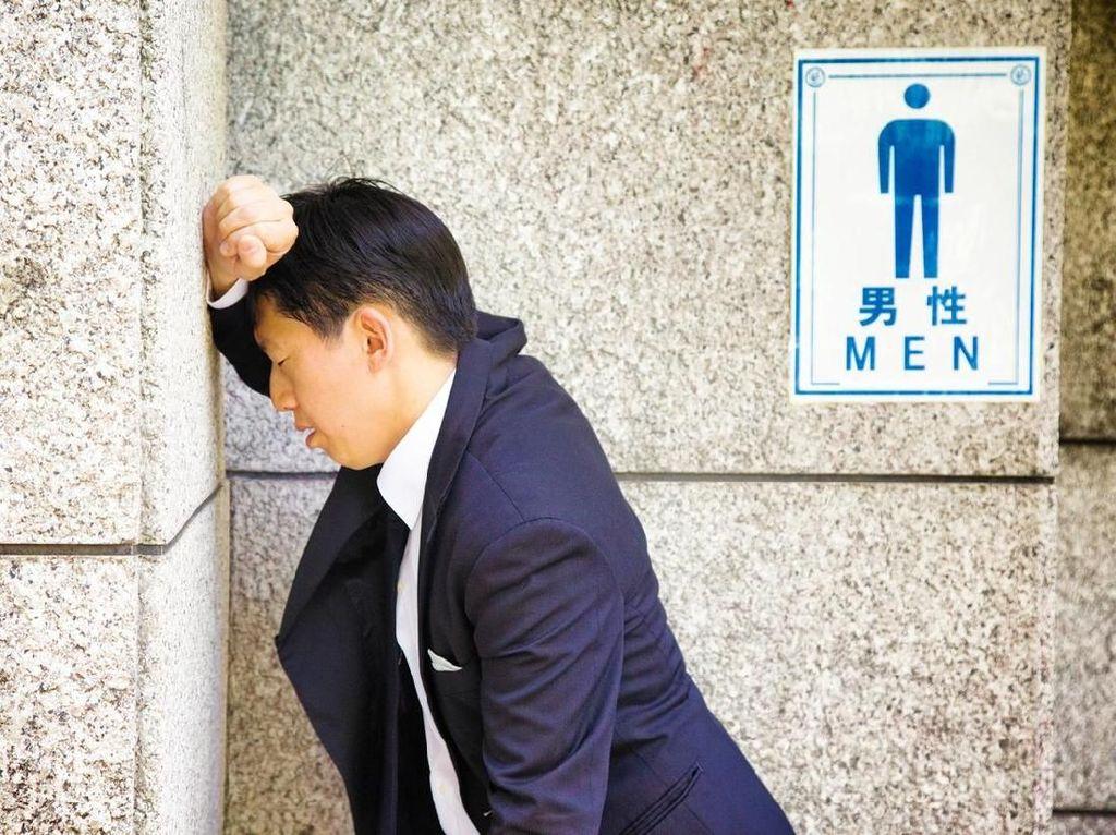 Hiii! Gagang Pintu Toilet Pria 6 Kali Lebih Banyak Kuman daripada Toilet Wanita