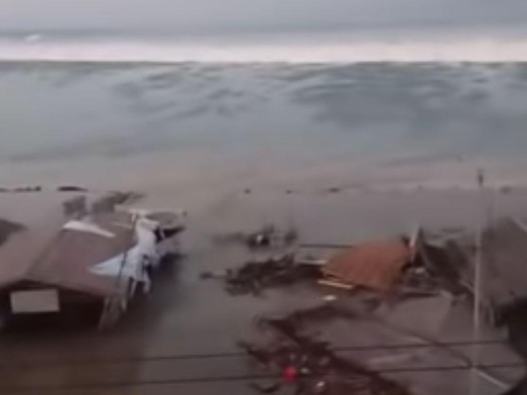 Beragam Video Tsunami di Pesisir Palu