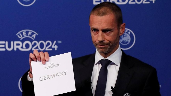 Soccer Football - Euro 2024 Host Announcement - Nyon, Switzerland - September 27, 2018   UEFA President Aleksander Ceferin unveils the host nation for Euro 2024 during the announcement   REUTERS/Denis Balibouse