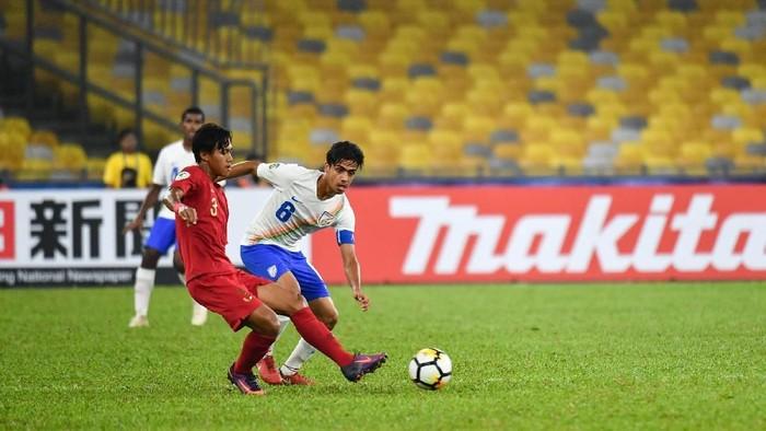 AFC U-16 CHAMPIONSHIP 2018,INDIA,INDONESIA,National Stadium Bukit Jalil,27 Sep, 2018,6 - VIKRAM PARTAP,3 - MOCHAMAD YUDHA FEBRIAN