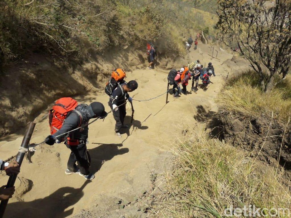 Jalur Pendakian Gunung Merbabu Akan Ditutup Sementara