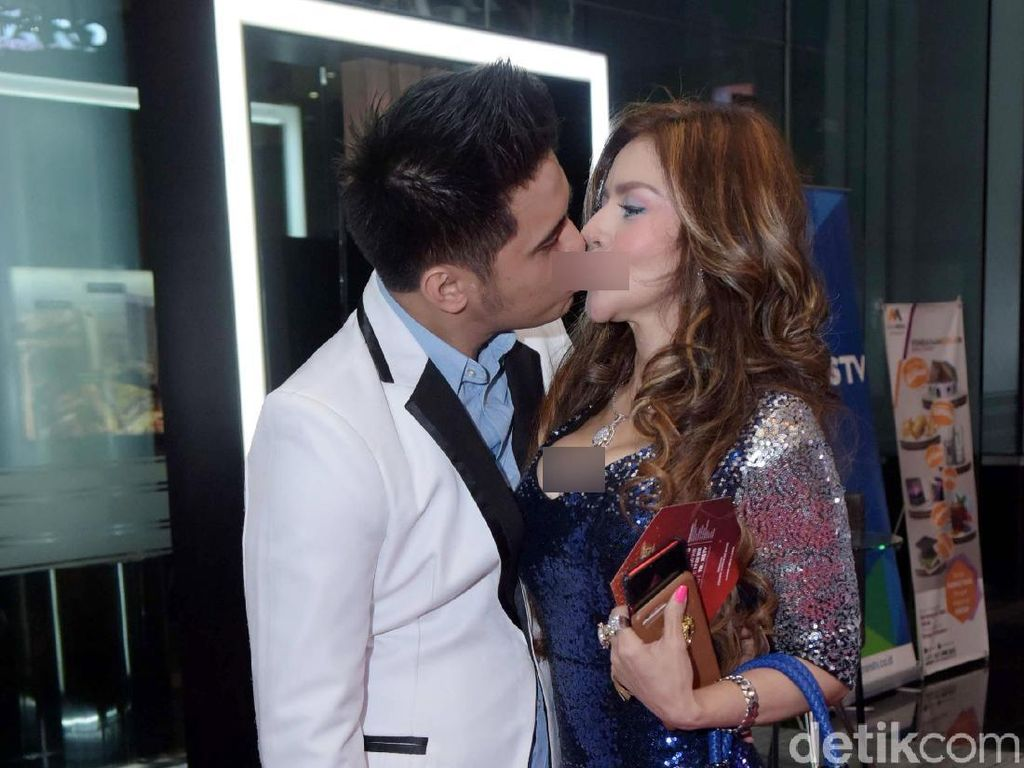 Duh, Galih Ginanjar dan Barbie Kumalasari Ciuman di Insert Awards