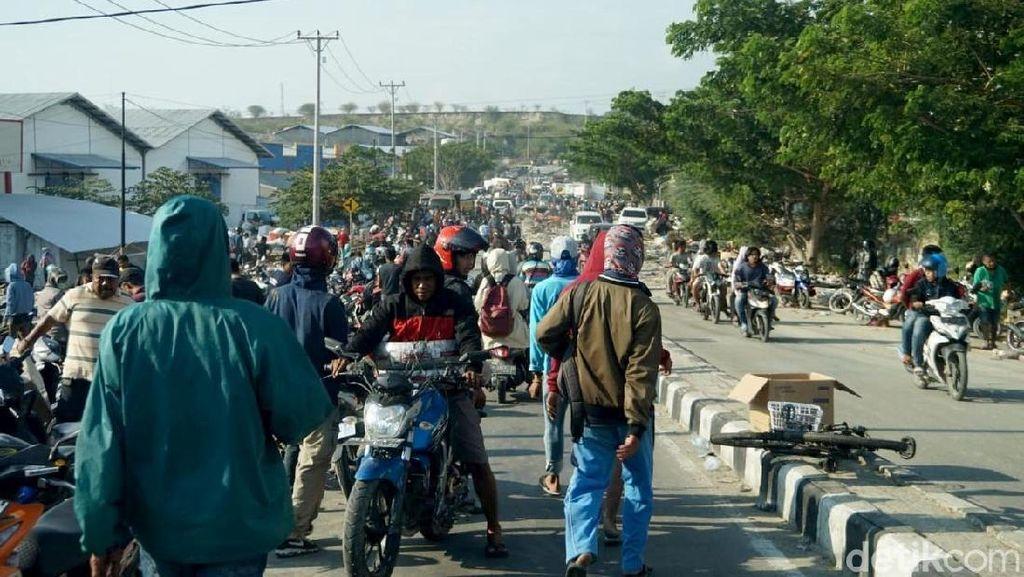 Pasca Gempa di Palu, Warga Jarah BBM di SPBU