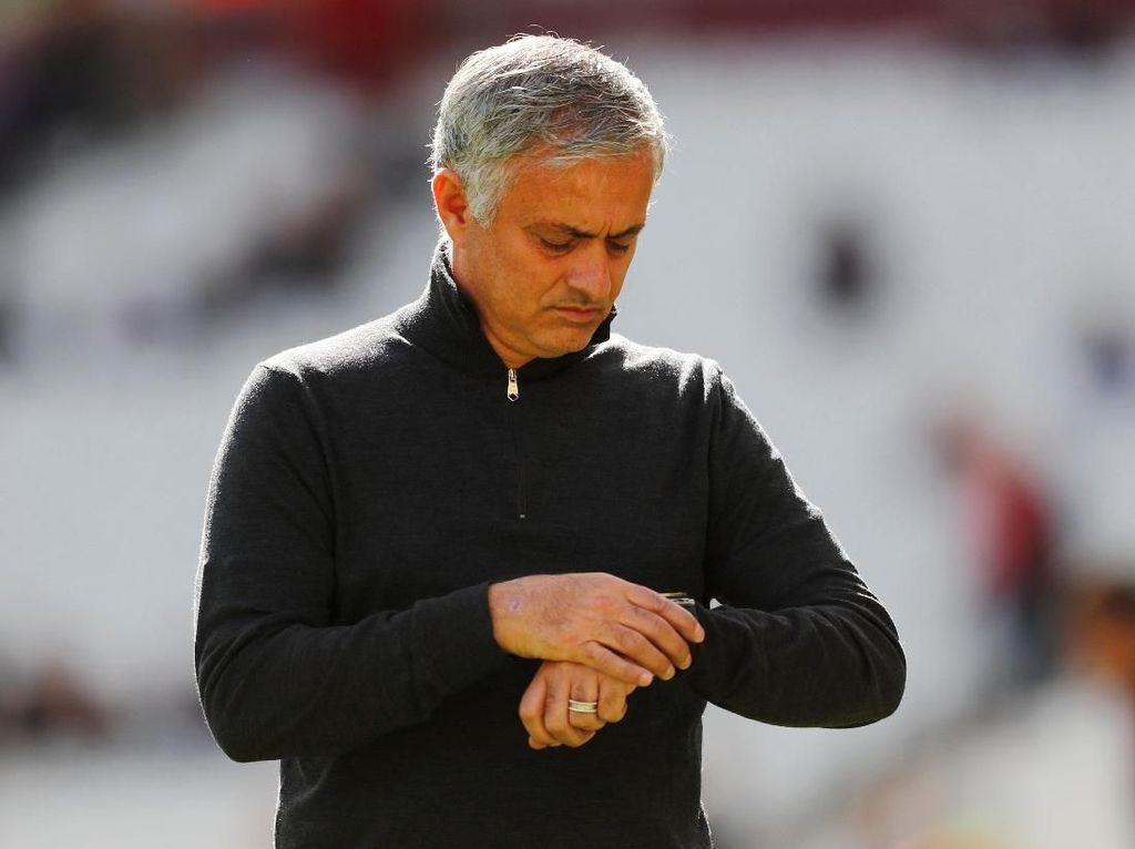 Manajemen MU Segera Bahas Masa Depan Mourinho
