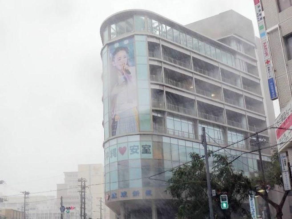 Topan Trami Terjang Okinawa, 5 Orang Luka-luka