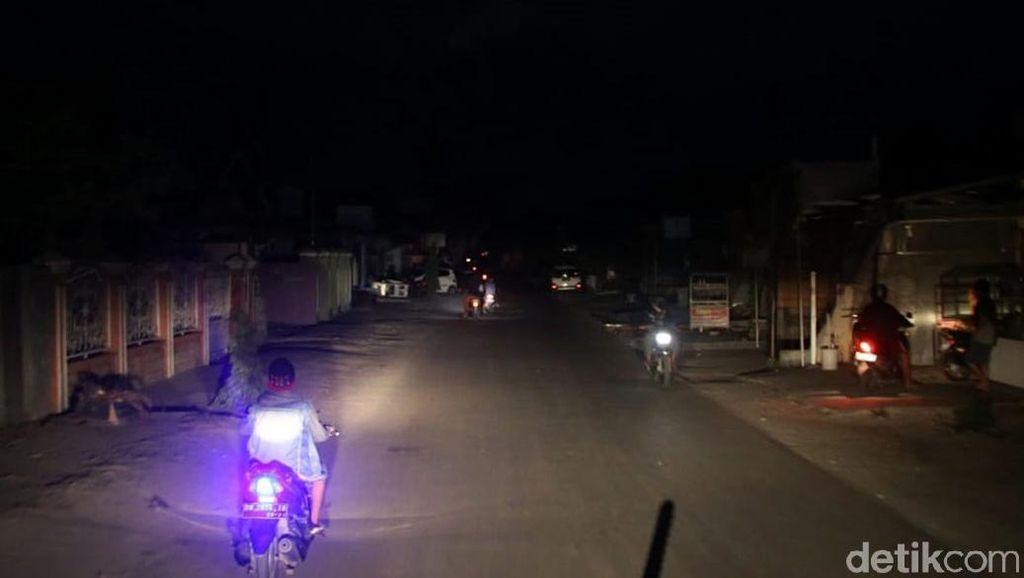 Foto: Masih Gelap Gulita, Ini Potret Kota Palu Terdampak Gempa