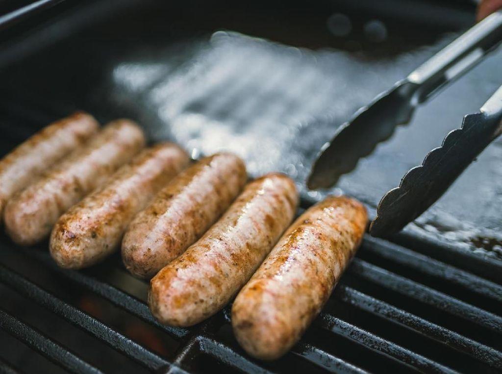 Suka Produk Daging Olahan? Waspadai Risiko Kanker Payudara