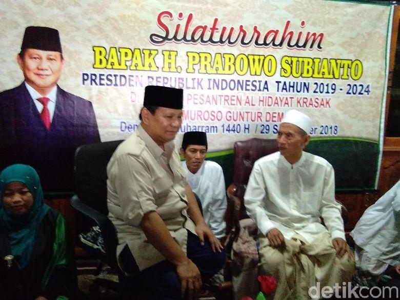 Blusukan ke Ponpes, Prabowo: Minta Doa Sebelum Pikul Tugas Berat
