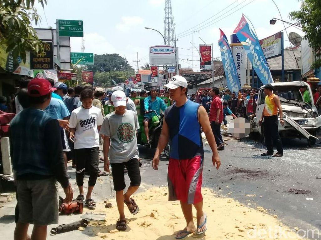 Dump Truk Rem Blong Seruduk Motor dan Mobil, Satu Tewas