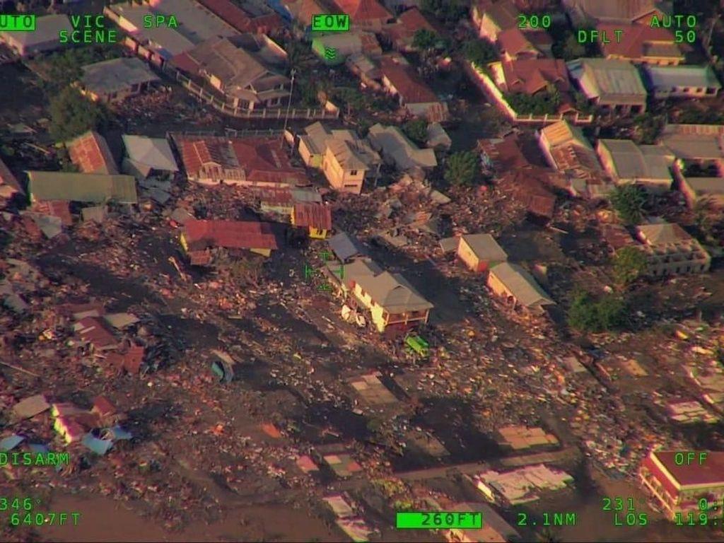 Detik-detik Evakuasi Korban Gempa yang Terjebak di Hotel Roa Roa