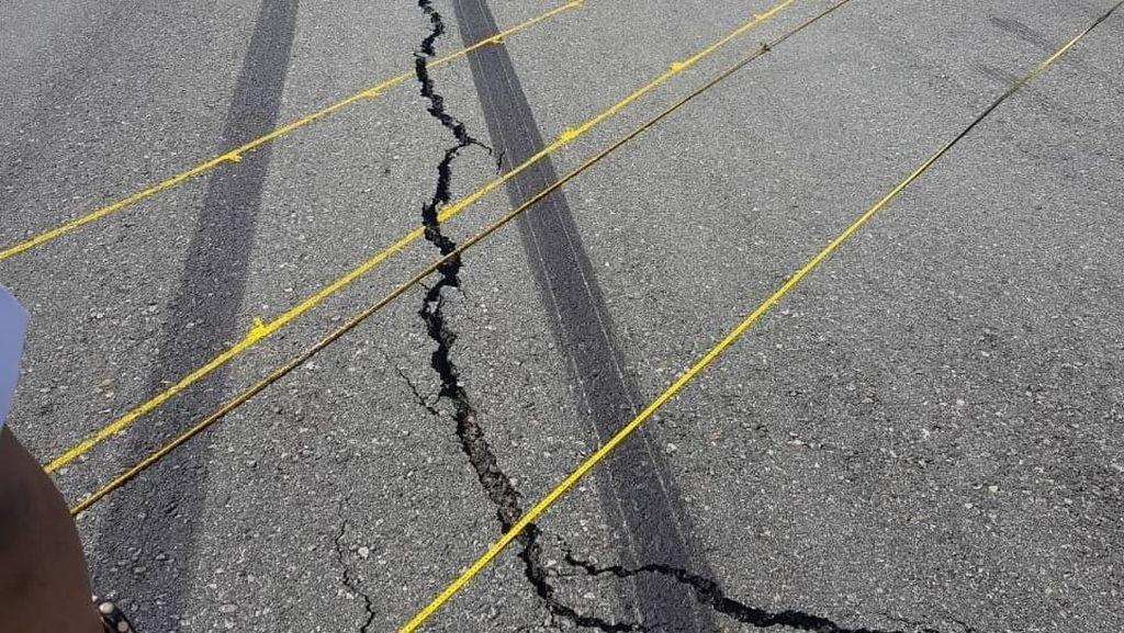 Foto: Runway Bandara Palu Retak-retak Akibat Gempa