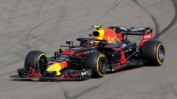 Max Verstappen sempat berada di posisi terdepan F1 GP Rusia. (