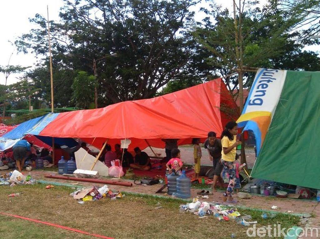 Jeritan Korban Gempa Palu Menanti Bantuan di Pengungsian