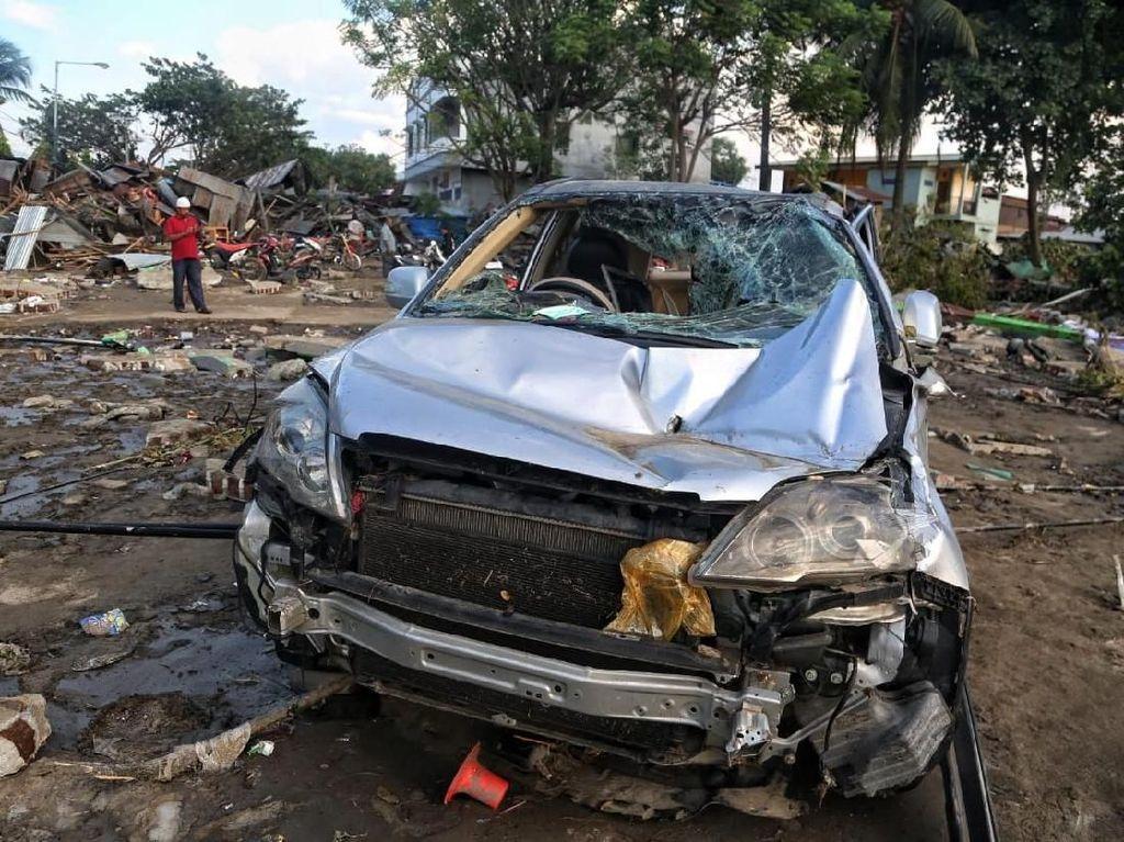 Mobil-mobil yang Jadi Saksi Bisu Tsunami Palu