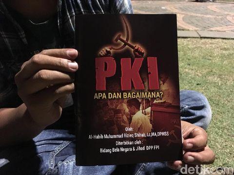 Buku 'PKI dan Bagaimana?' yang dibagikan di Monas pada program doa bersama untuk Habib Rizieq