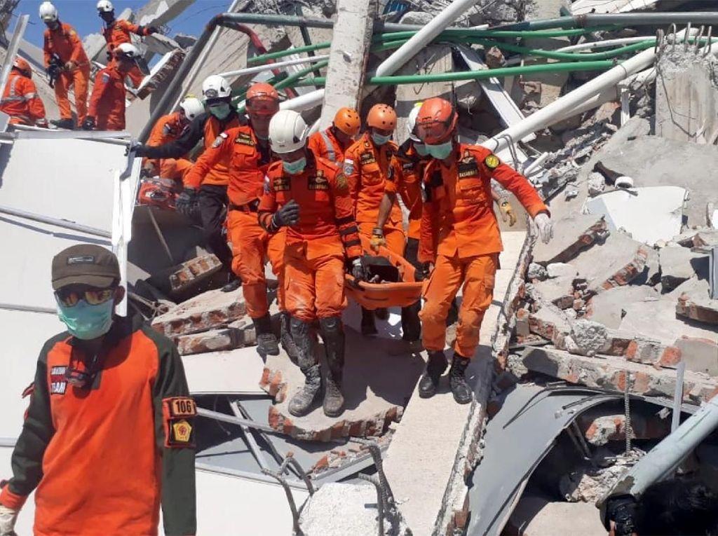 3 Korban Selamat Dievakuasi dari Reruntuhan Bangunan di Palu