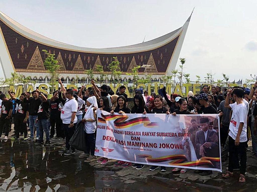 Aksi Jalan Sehat Maminang Jokowi