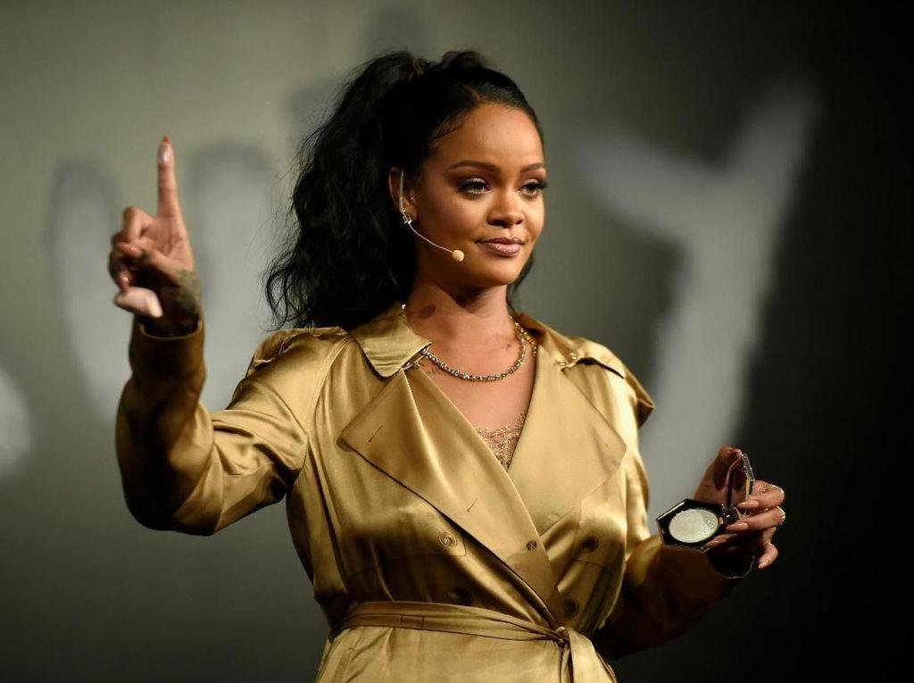 Terungkap! Ini Alasan Rihanna Cabut di Grammy 2016