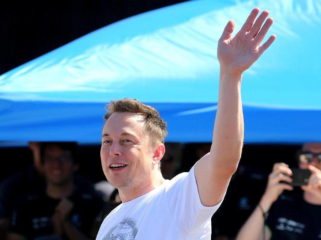 Travelingnya Bos Tesla Tahun 2018, Setara 6 Kali Keliling Dunia