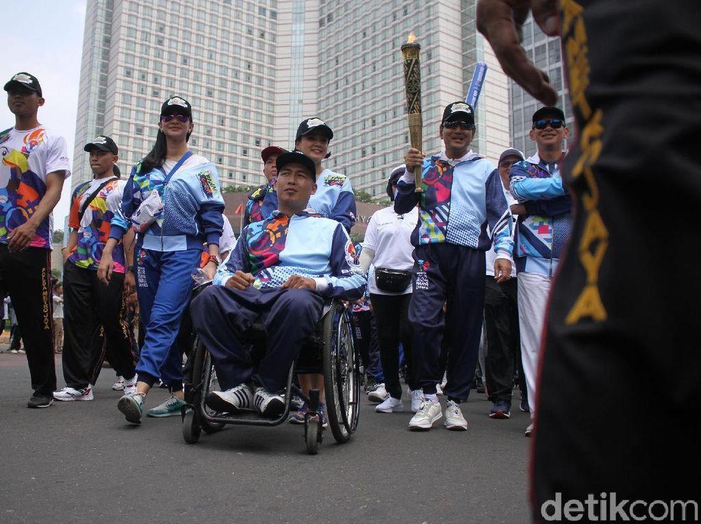 Kemeriahan Pawai Obor Asian Para Games 2018 di CFD