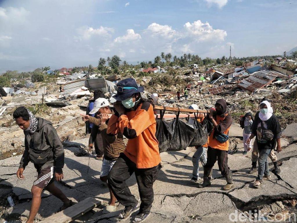 Relawan, Juru Negosiasi di Tengah Kepanikan Korban Bencana