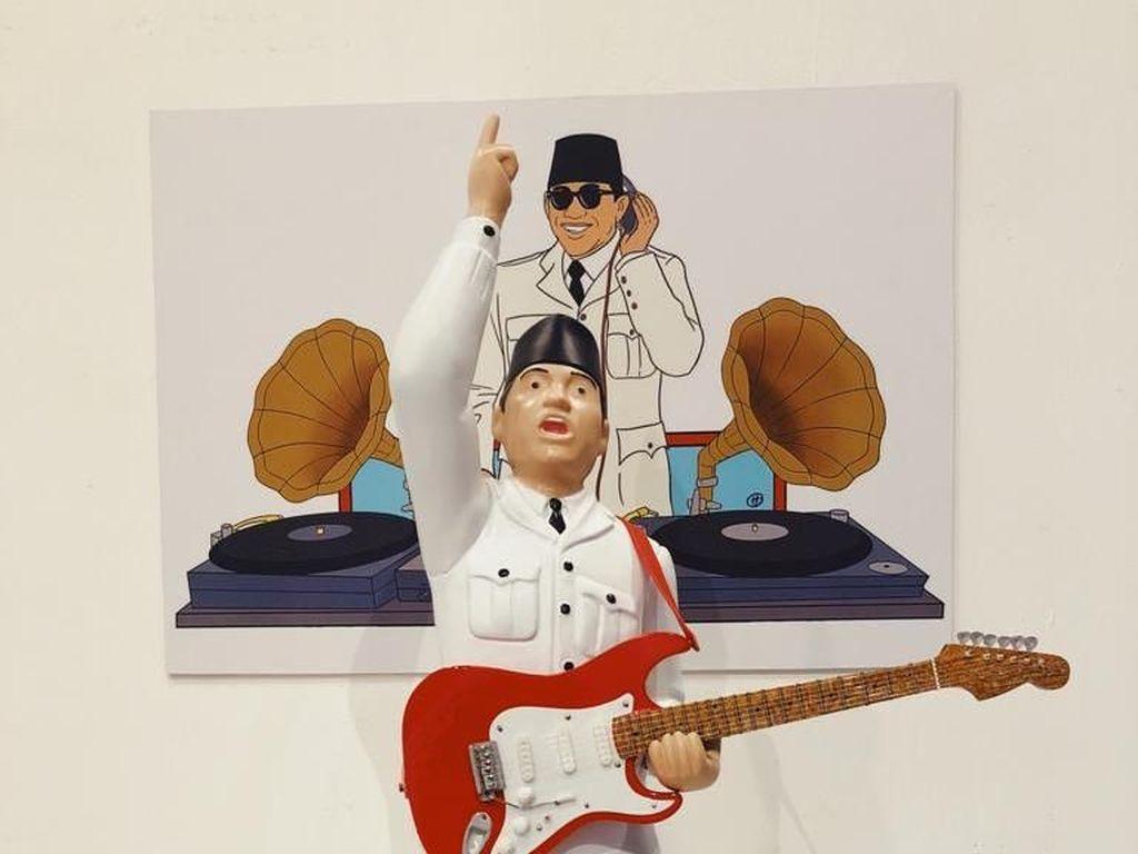 Ada Patung Bung Karno Tengah Main Gitar Elektrik di Pameran Hari Prast