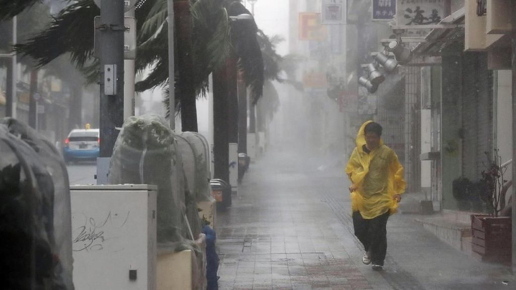 Saat Yunani Hingga Jepang Dihantam Badai