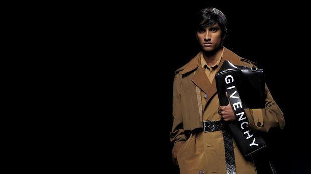 Peragaan busana Givenchy di Paris Fashion Week.