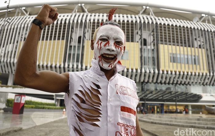 Gaya seorang suporter Indonesia.