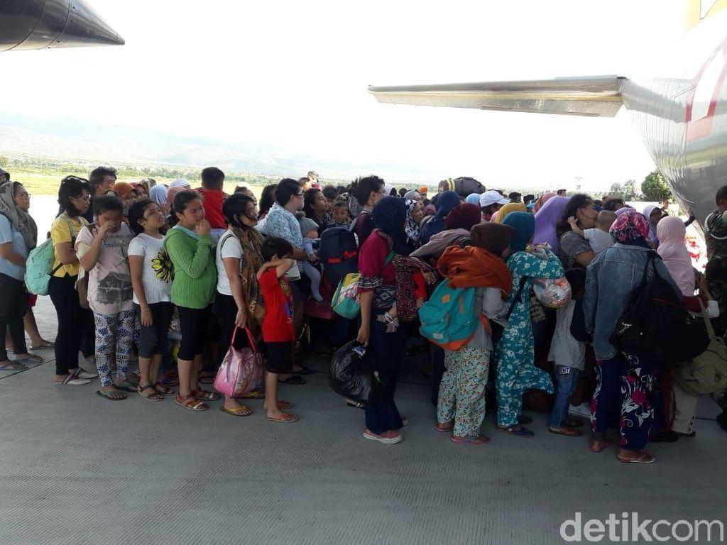 Pesawat Hercules Lanud Abdulrachman Saleh Kembali Terbang ke Palu
