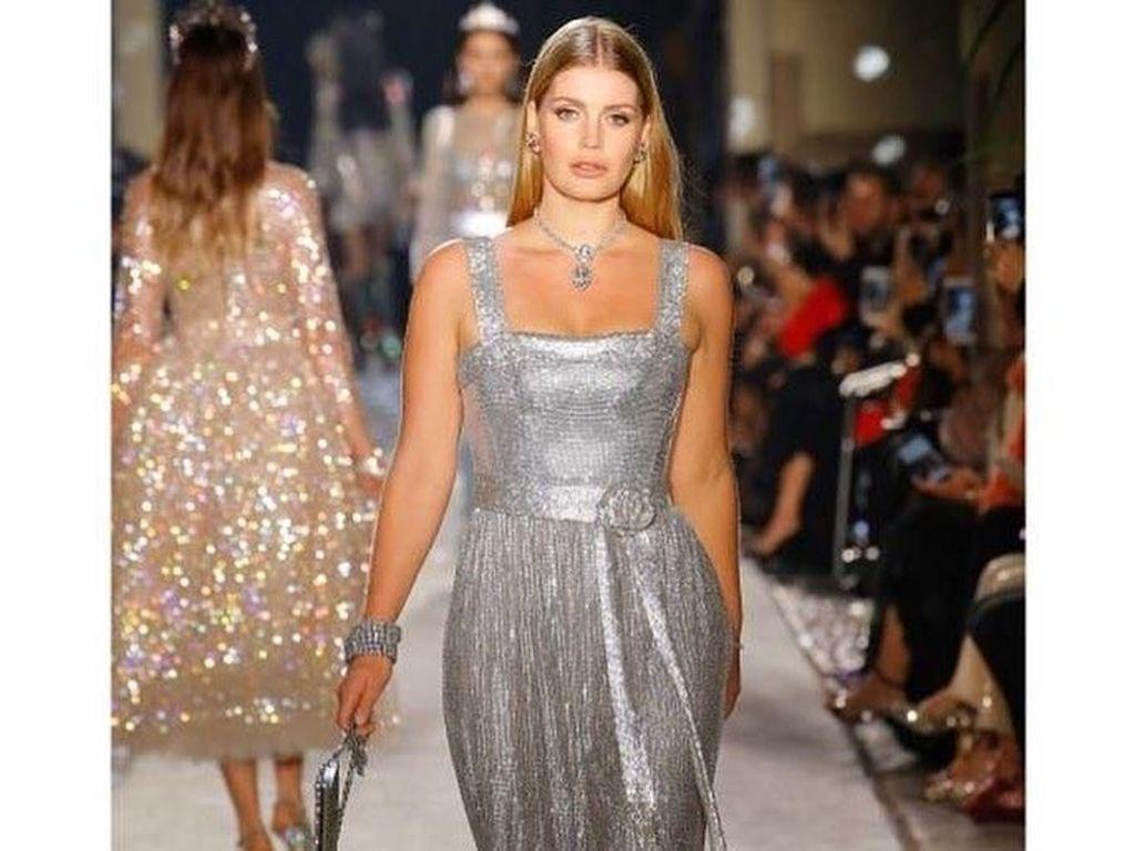 Foto: Aksi Lady Kitty Spencer, Keponakan Cantik Putri Diana Eksis Jadi Model Fashion