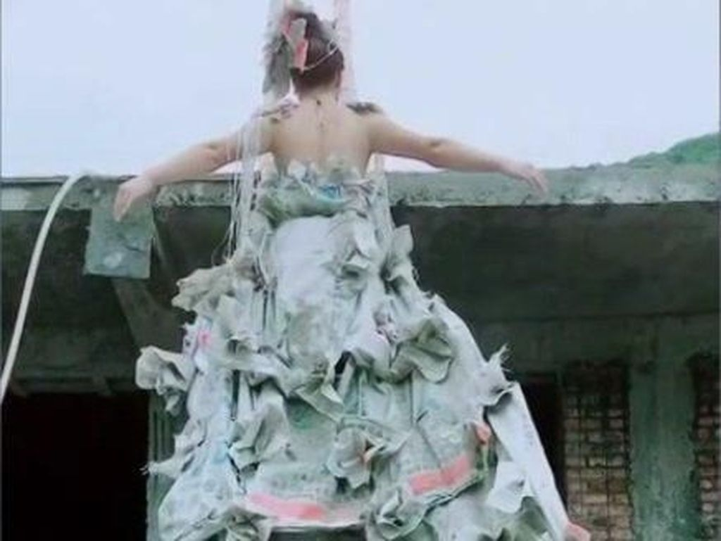 Gaun Pengantin dari Kantong Semen Bekas Ini Viral, Bentuknya Bikin Takjub