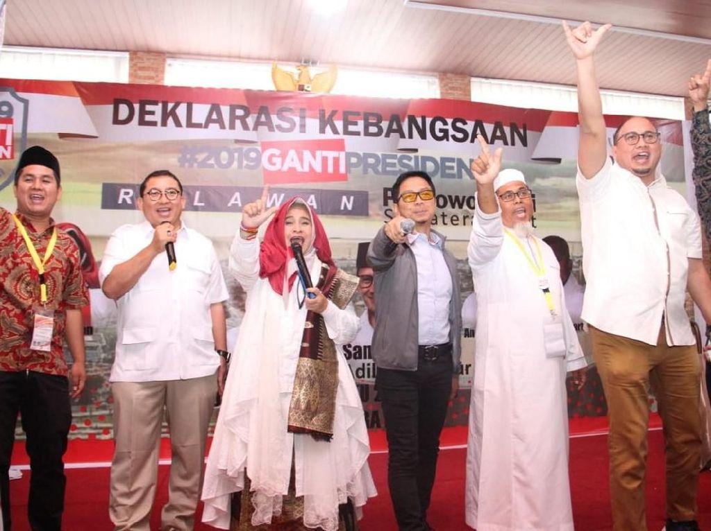 Neno hingga Fadli Zon Deklarasi Tagar Ganti Presiden di Padang