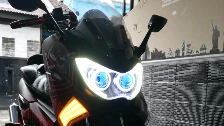 Yamaha NMAX Berbaju Anime Saint Seiya