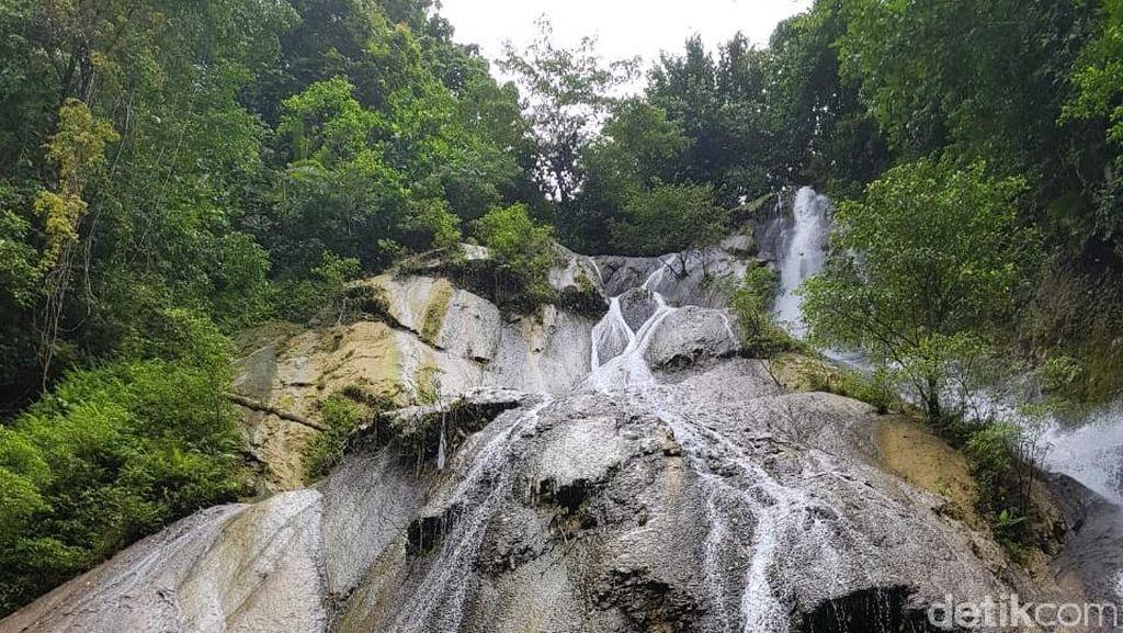 Foto: Cantiknya Air Terjun Cantik Tengah Hutan di Ambon