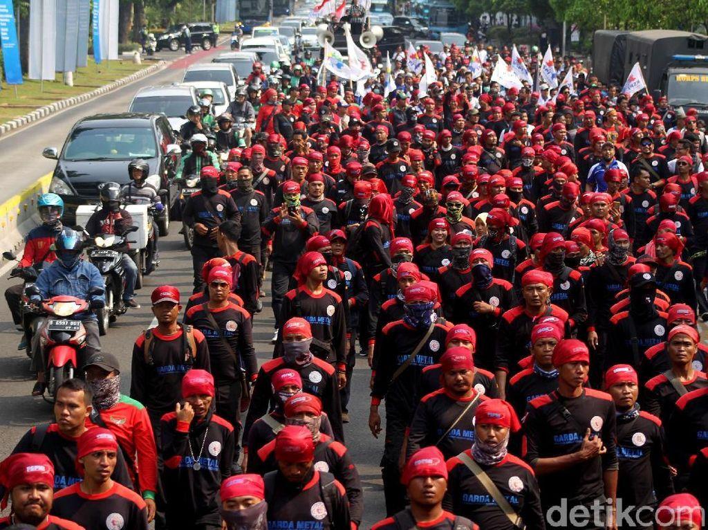 Puluhan Ribu Buruh Siap Kepung Gedung DPR Hari Ini