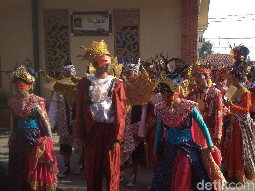 Pengusaha Batik Gelar Festival Topeng di Cirebon