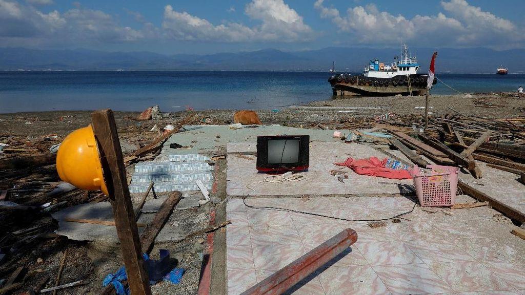 Suasana Pantai Lolik Pasca Gempa-Tsunami di Palu