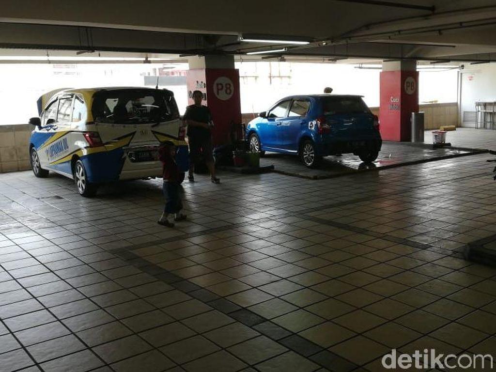 Bengkel Mobil di Parkiran Mal