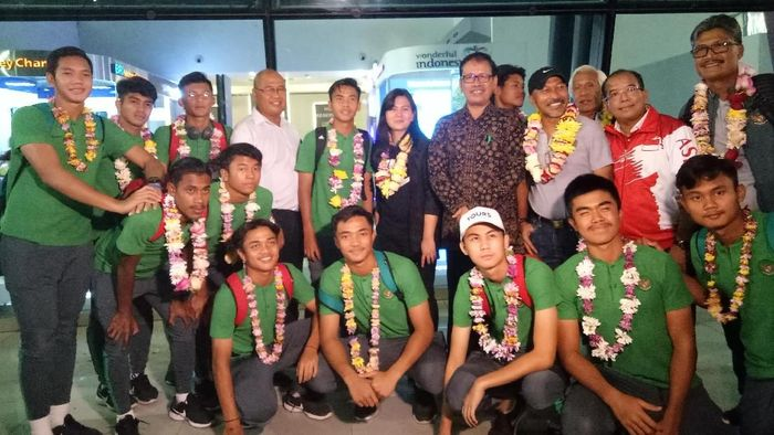 Timnas Indonesia U-16 disambut Kemenpora di Bandara Soekarno-Hatta (Foto: Amalia Dwi Septi)