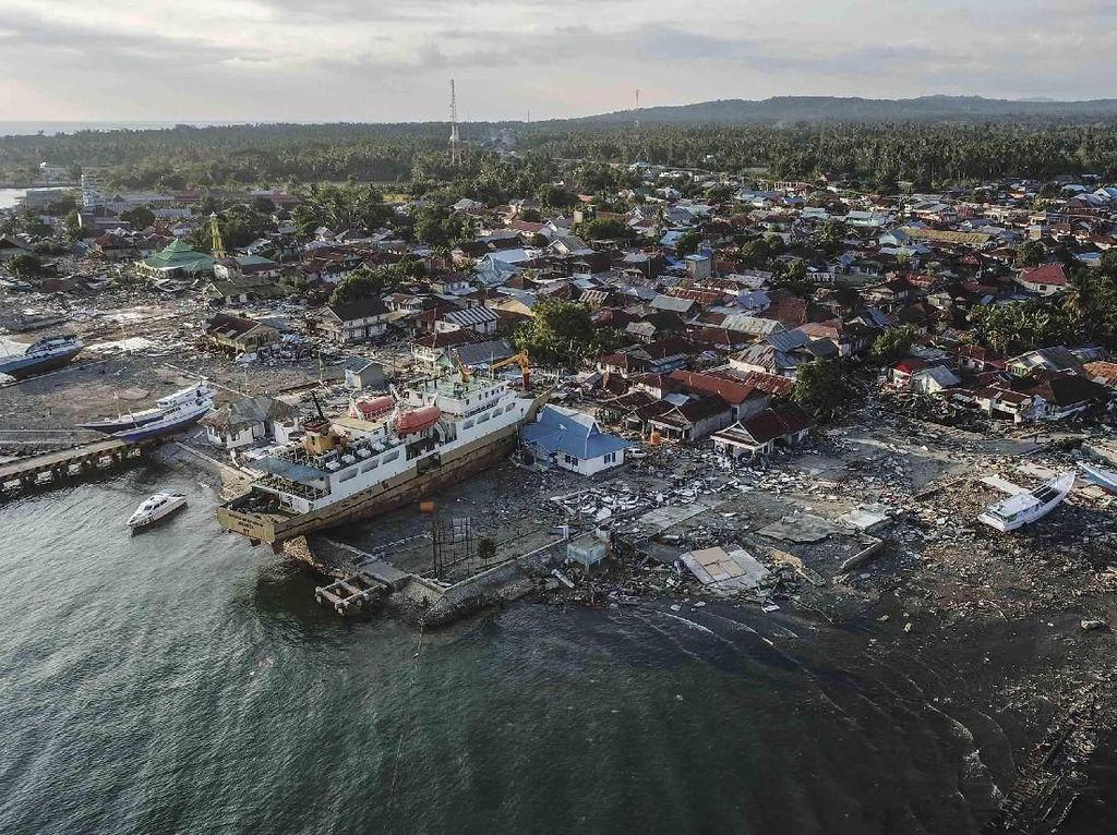 Ada Kapal Terdampar, Begini Potret Kerusakan di Donggala