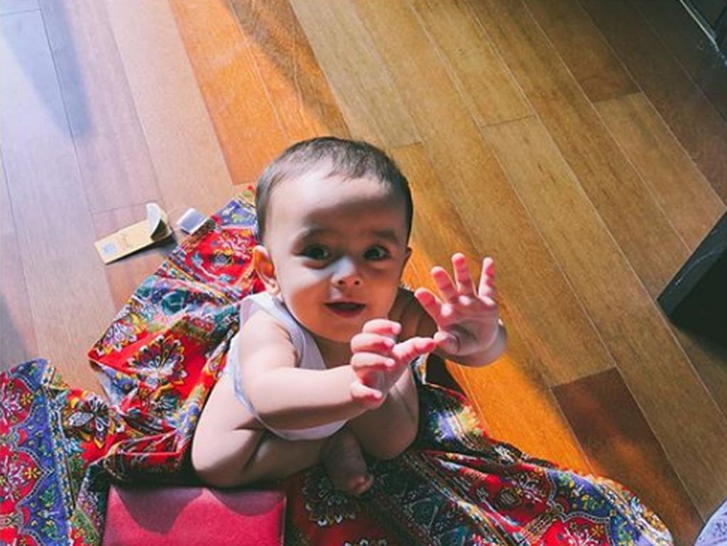 7 Foto Ganteng Zavier, Anak Bungsu Hengky Kurniawan