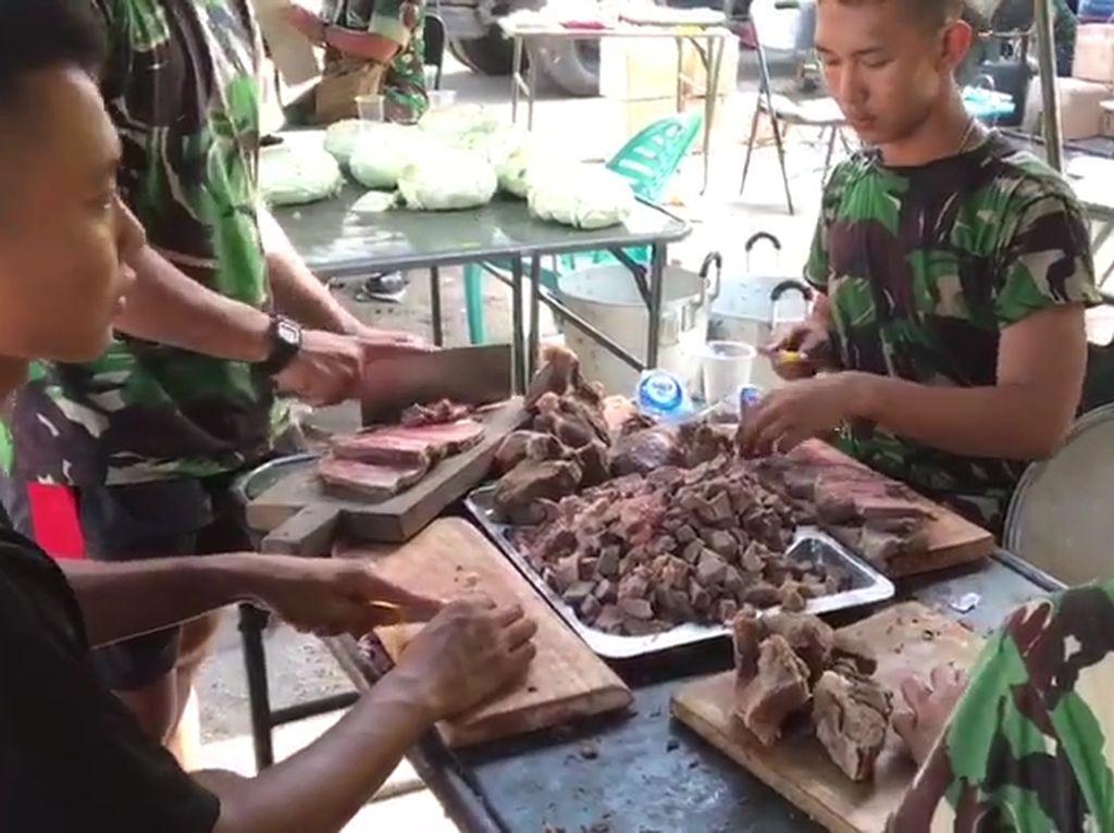 Koki Loreng, di Balik Sajian untuk Pengungsi di Palu