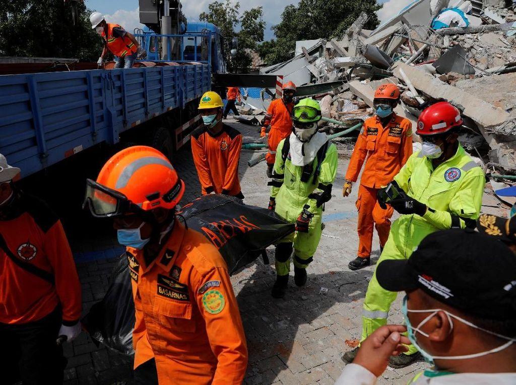 Mudahkan Identifikasi, Polisi Foto Korban Gempa