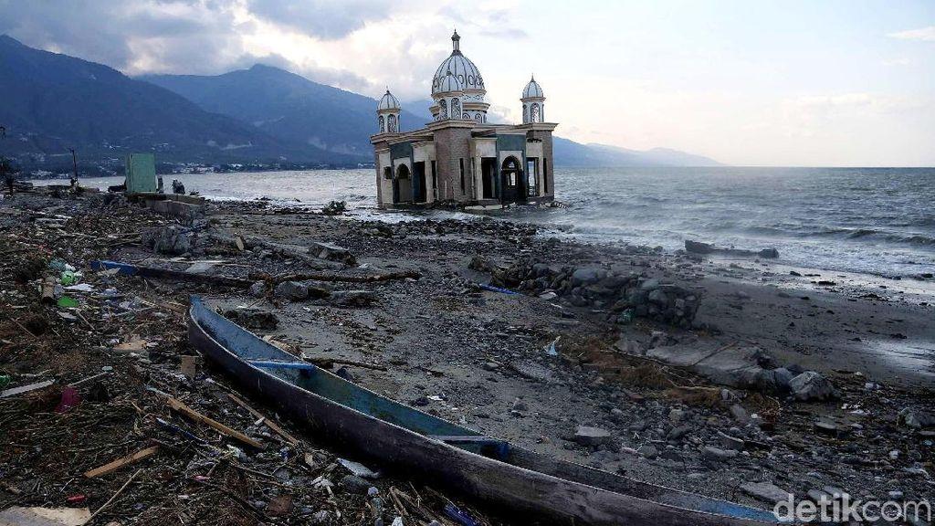 Penampakan Masjid Apung Usai Diterjang Gempa dan Tsunami