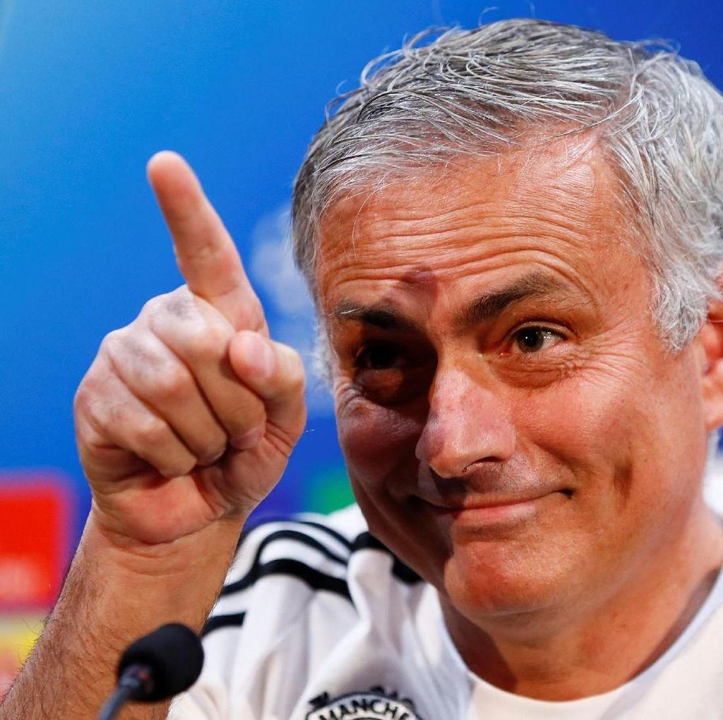 Giggs Percaya Mourinho Masih Bisa Selamatkan MU