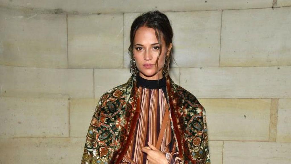 Foto: Adu Gaya Selebriti di Fashion Show Louis Vuitton, Siapa Paling Keren?