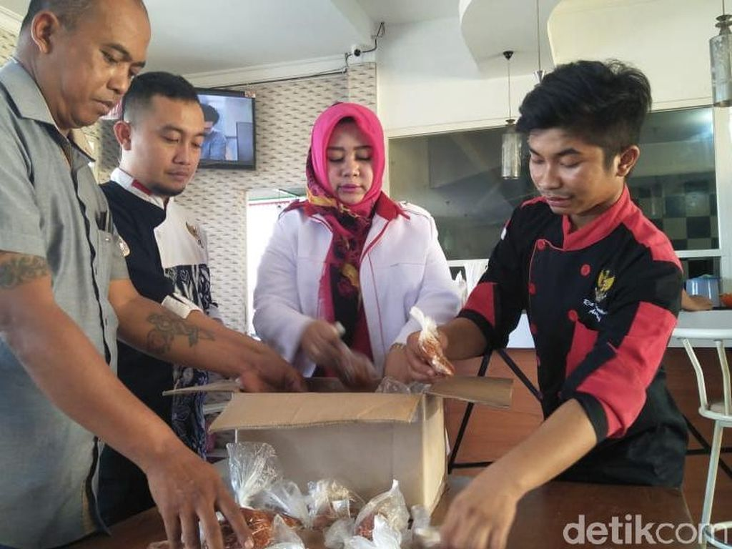 Koki dari Ponorogo Berangkat ke Palu Bawa 200 Kg Bumbu Pecel