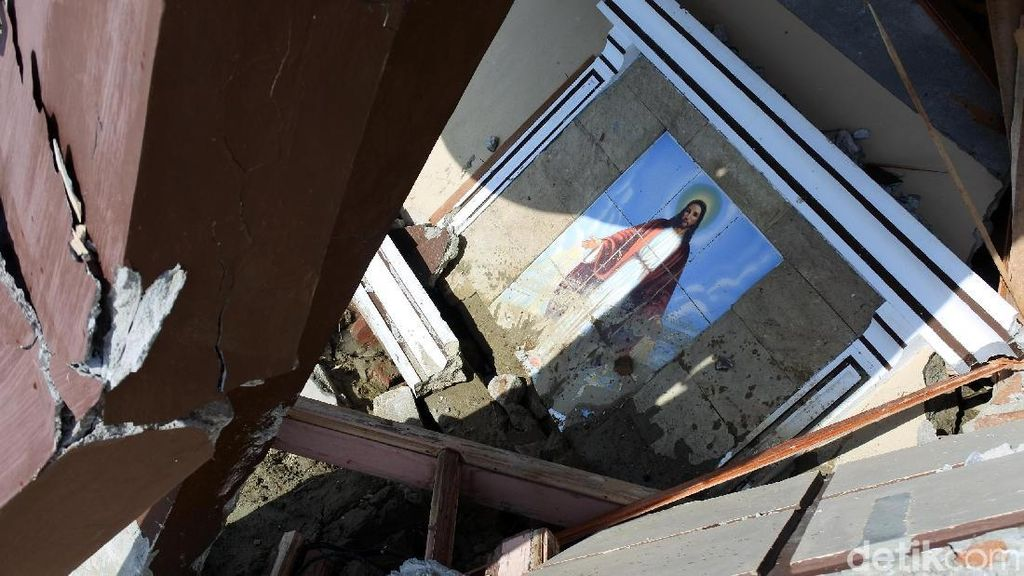 Gereja Padmos di Sigi Bergeser 3 Km Akibat Gempa
