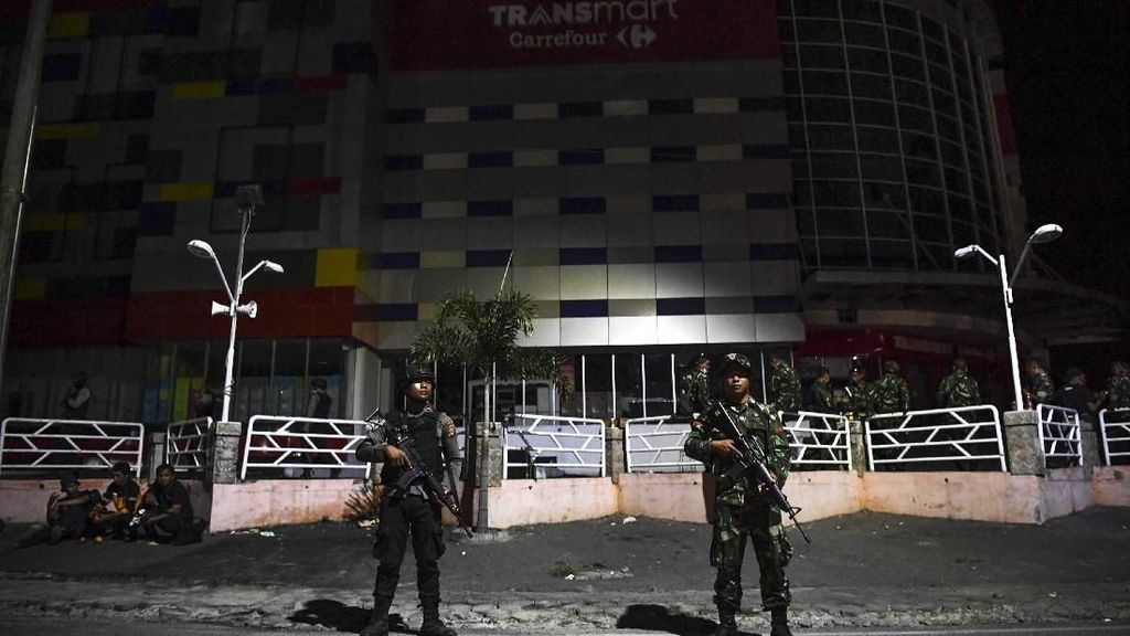 Potret TNI-Polri Menjaga Keamanan di Kota Palu